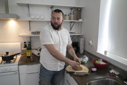 Suamhirs preps food in the kitchen
