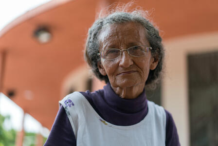 Tania, an elderly Venezuelan woman who is now homeless in Colombia