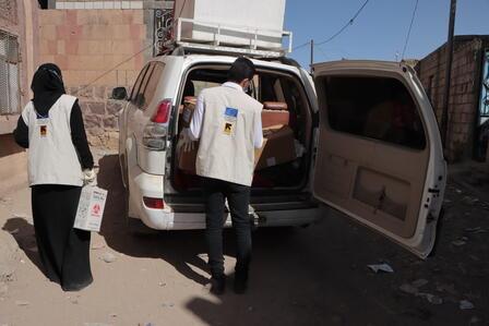 Dr. Bushra arrives with the mobile medical team in a village in Yemen.
