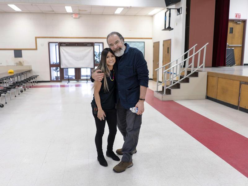 Mandy Patinkin with IRC staff member Alex Cruz