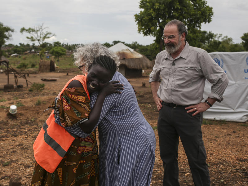 Kathryn Grody hugs  a South Sudanese refugee