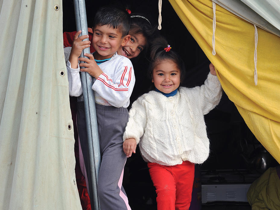 Give shelter to refugee families across the world this holiday season.