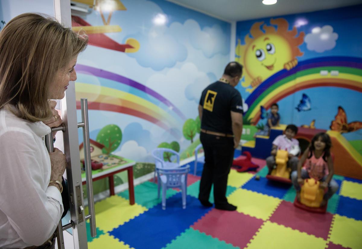 Caroline Kennedy visits a playroom for refugee children