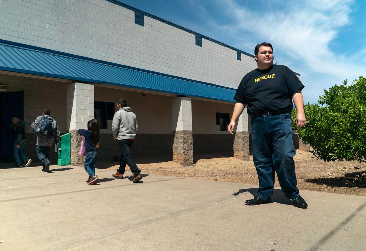 IRC staff member at an IRC-run shelter for asylum seeking families from Central America