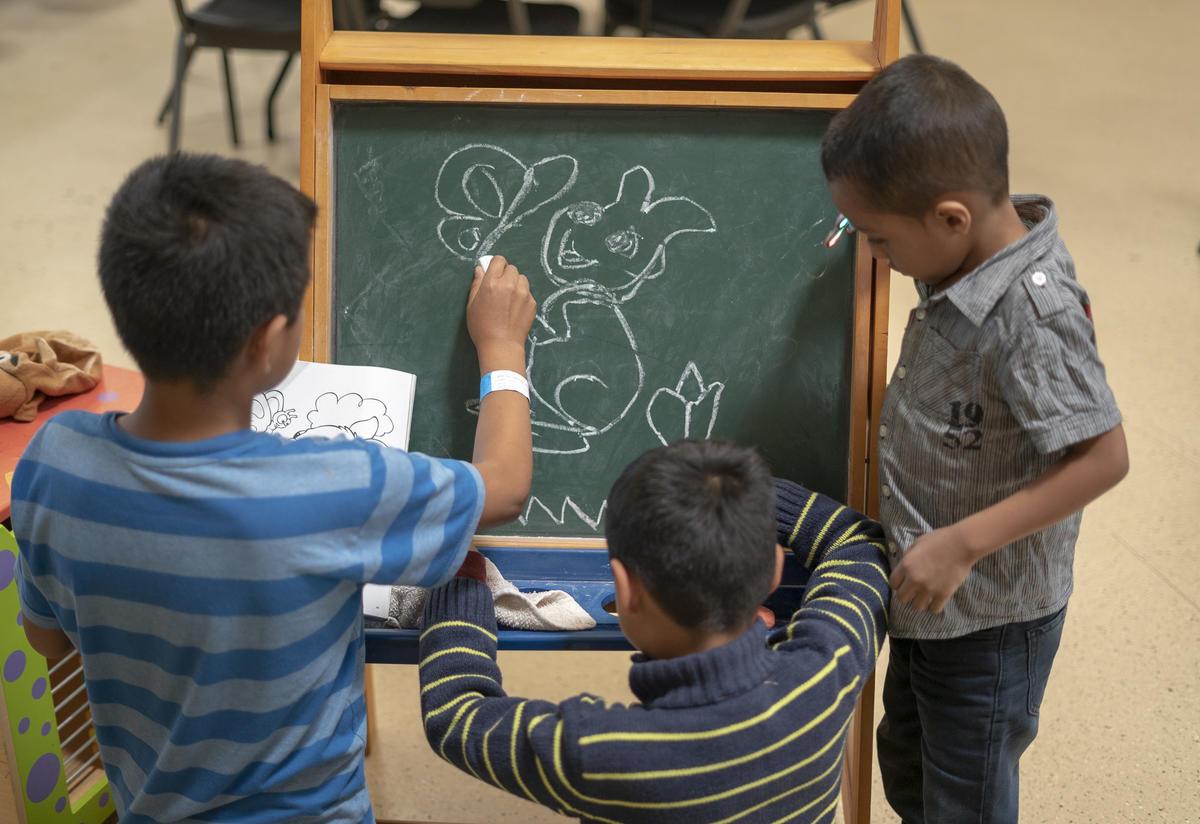 Central American children at an IRC-run shelter for asylum seeking families