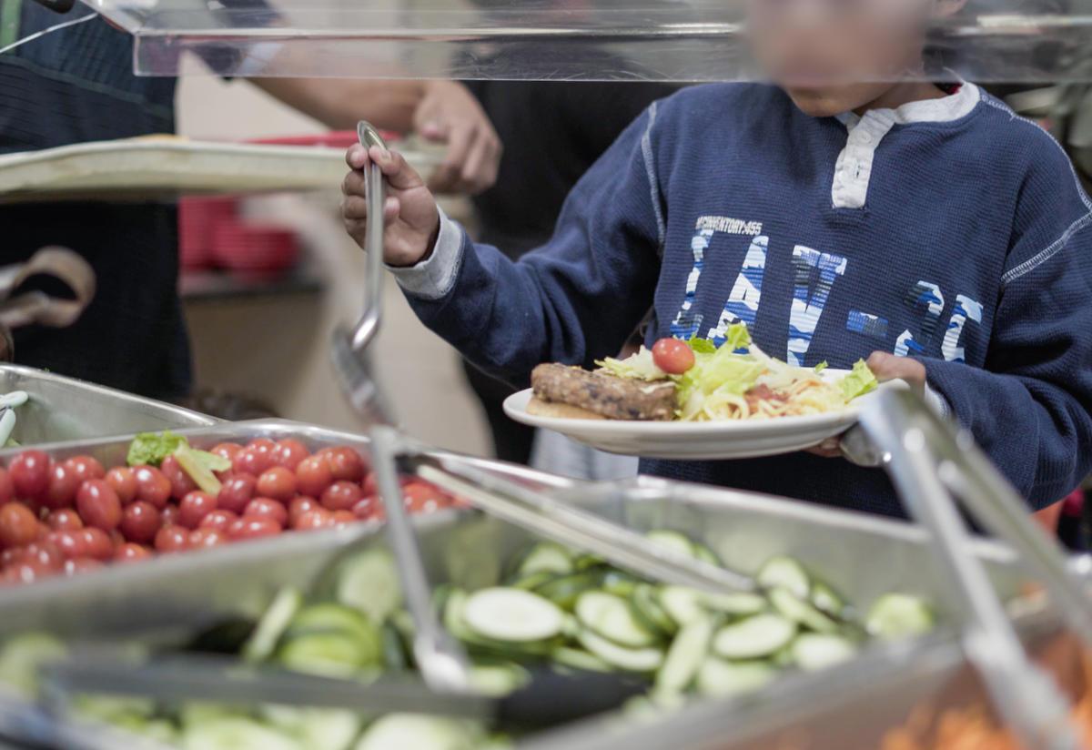 Asylum seeking families at an IRC-run shelter in Phoenix receive hot meals and water