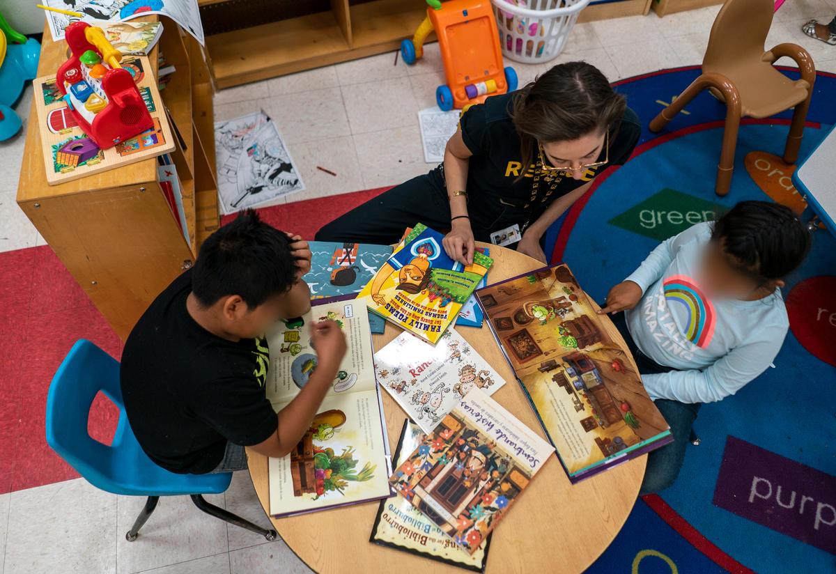 Asylum seeking children reading