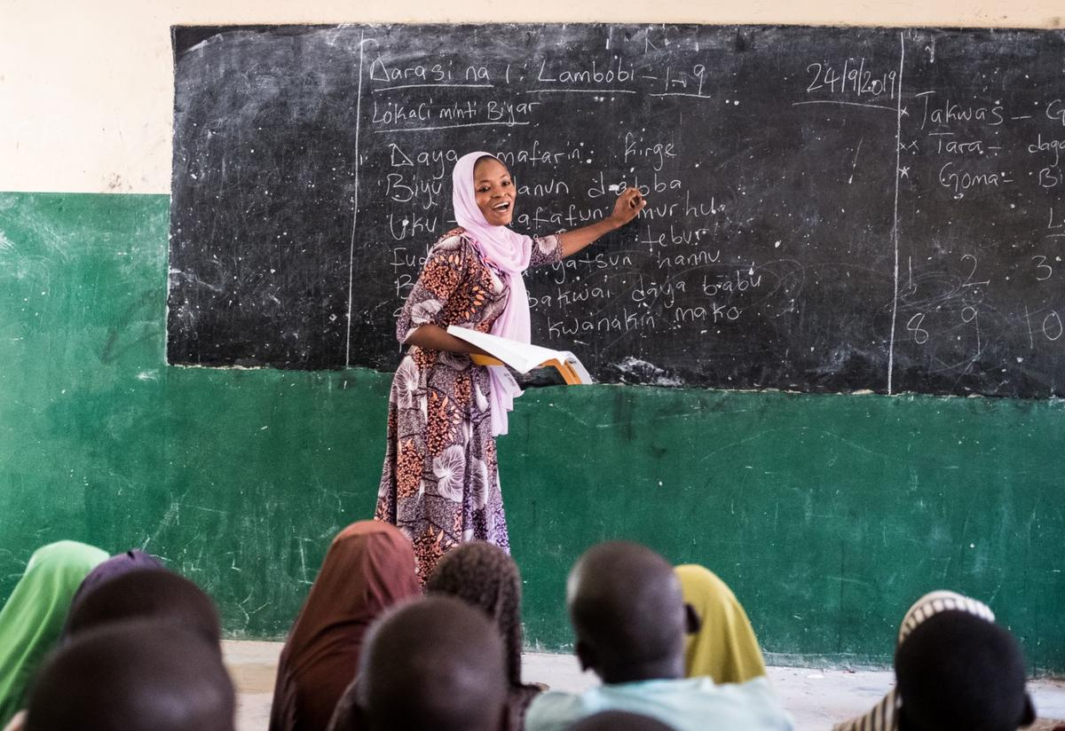 An IRC teacher at the blackboard in Nigeria. She teaches her students academic subejcts and techniques to help them cope with life in a conflict zone.