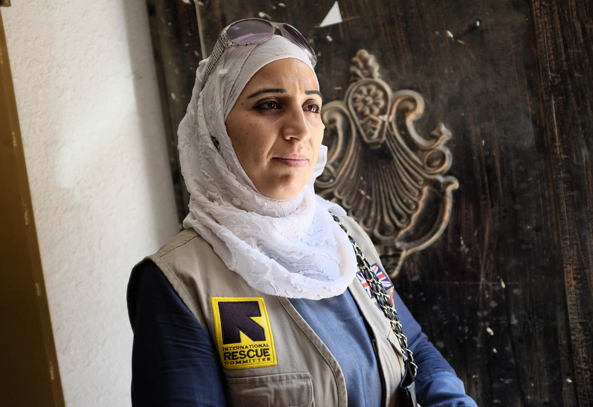 37-year-old Amira volunteers at a health clinic
