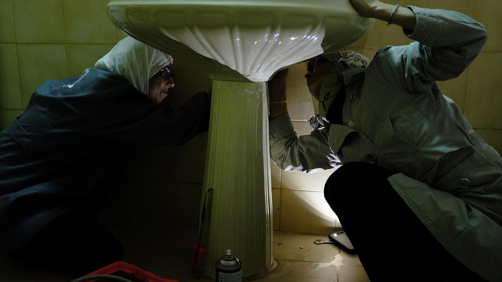 Two Syrian women plumbers in Jordan