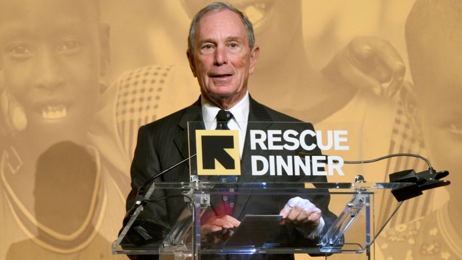 Michael Bloomberg make remarks at the podium at the IRC's Rescue Dinner on Nov. 2, 2017 in New York