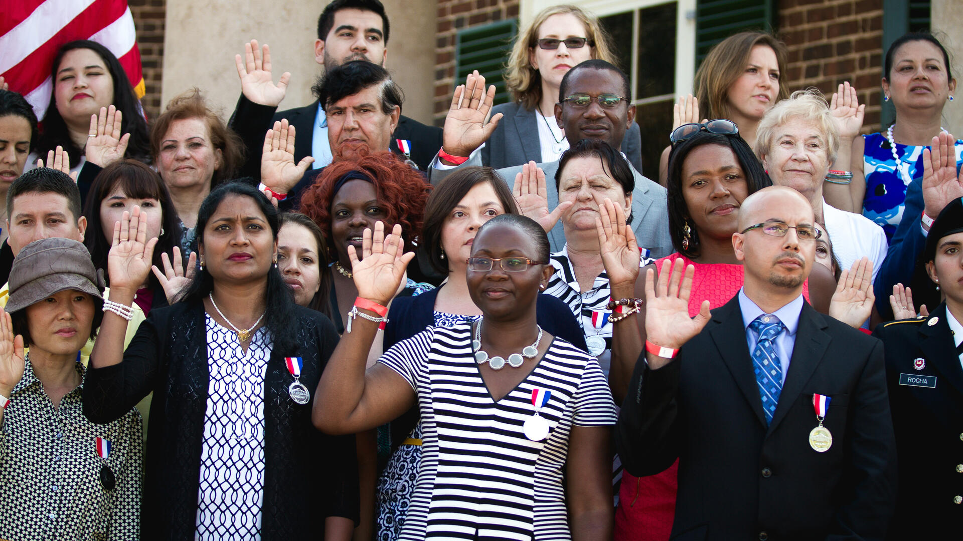 New U.S. citizens taking an oath