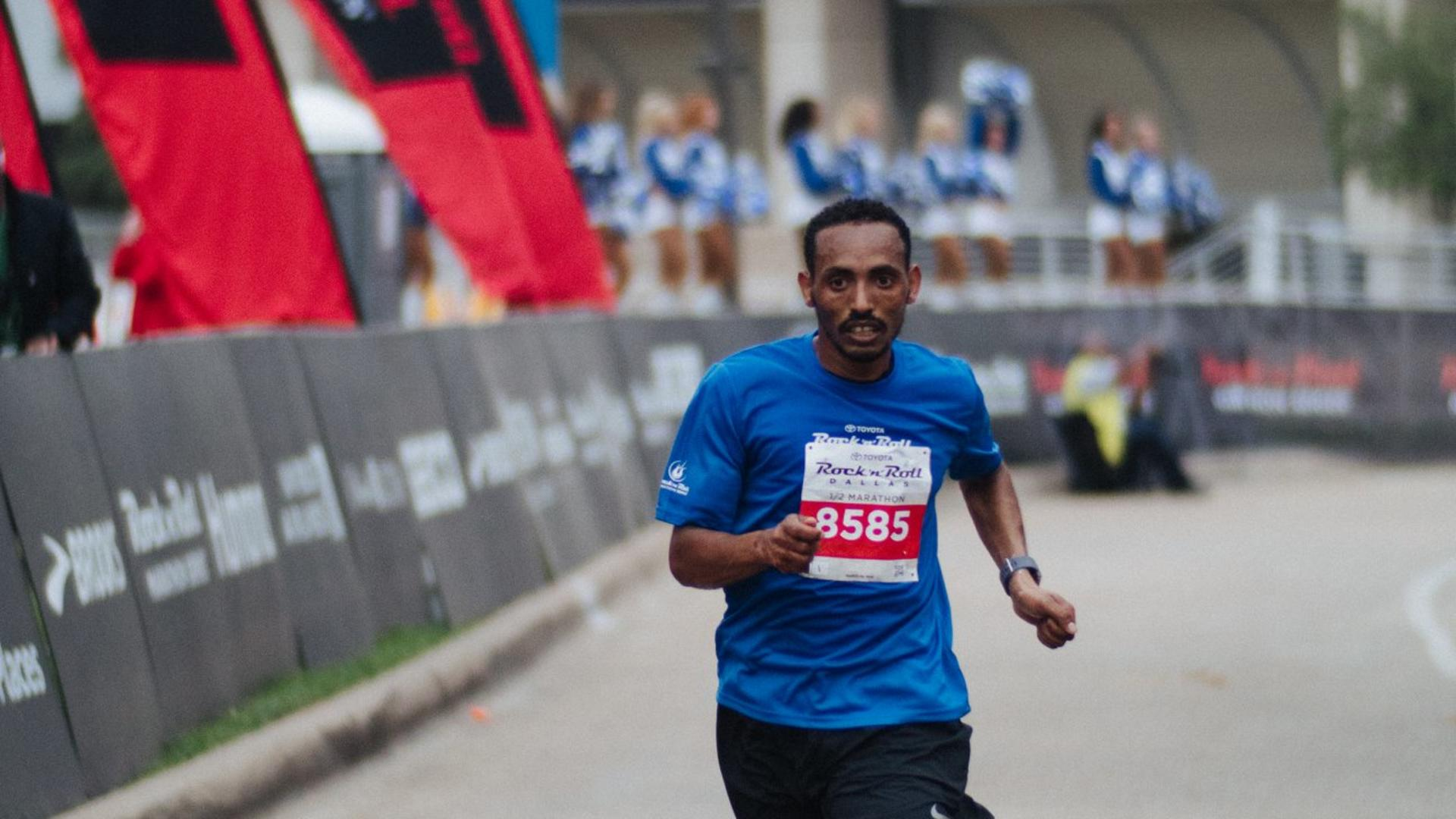 Tolassa crosses the finish line at 1:22:36