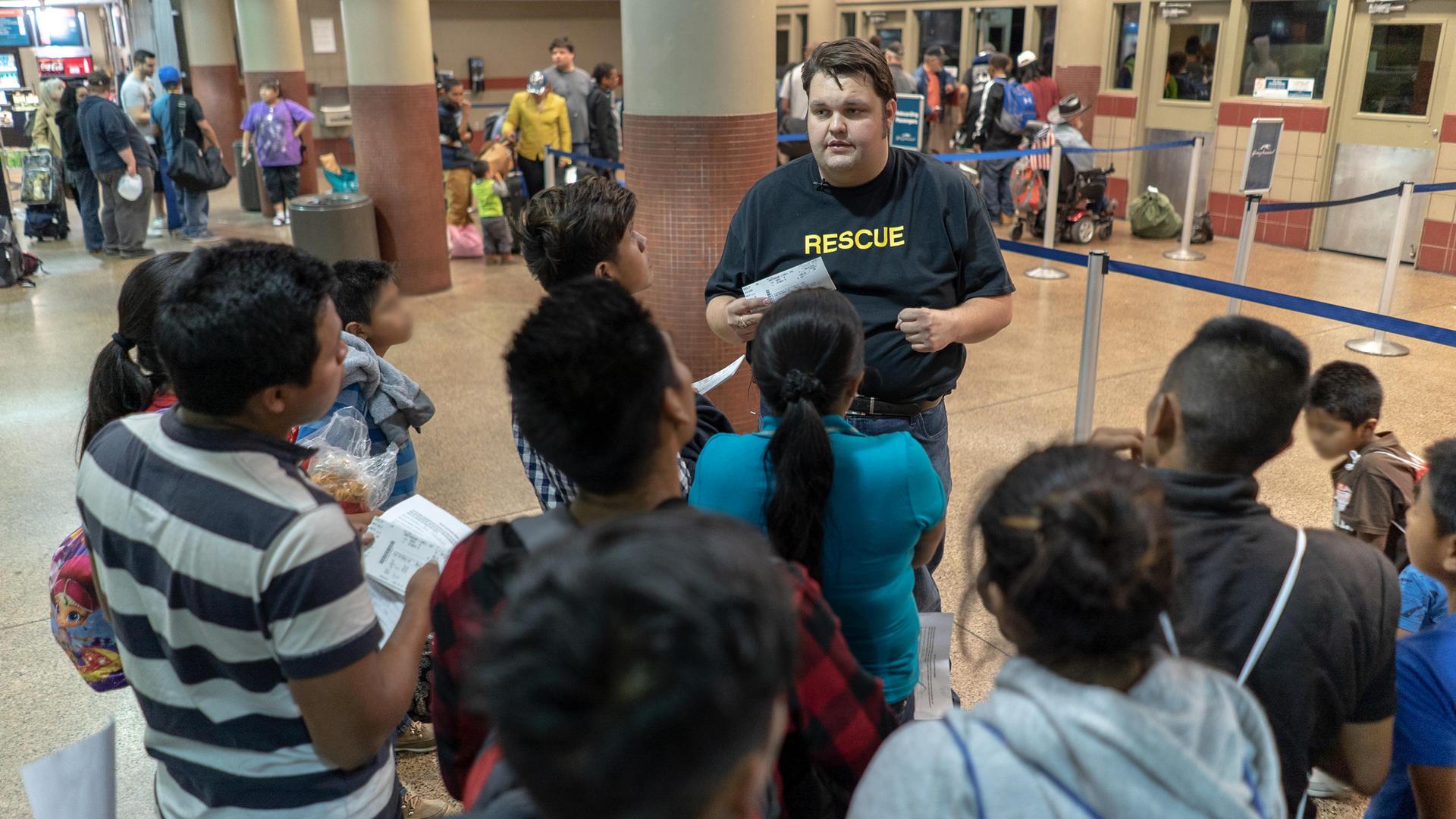 IRC staff assist asylum seekers in Arizona