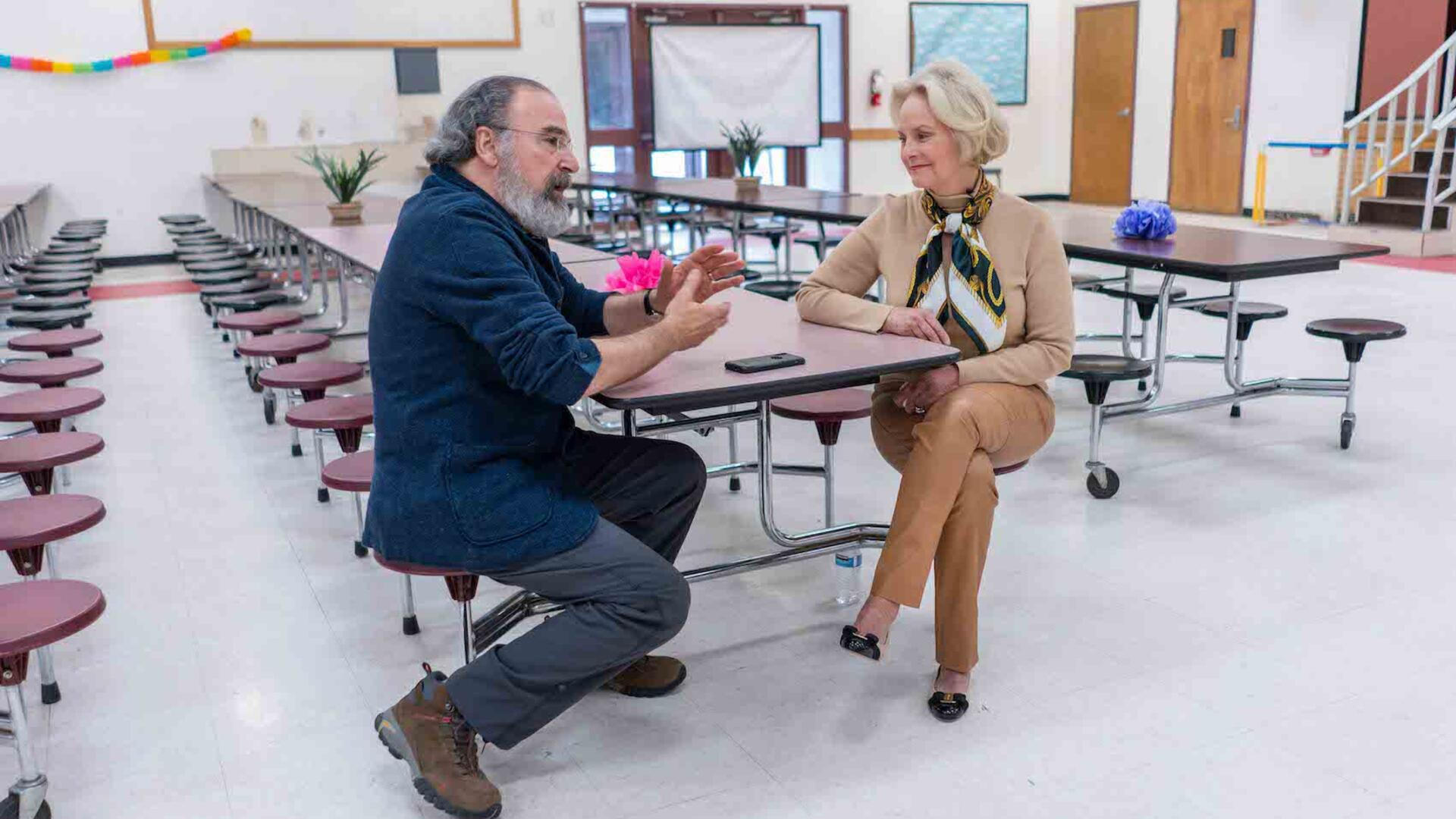 Mandy Patinkin and Cindy McCain at International Rescue Committee welcome center in Phoenix, Arizona